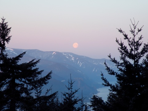 Setting Moon over Cascades