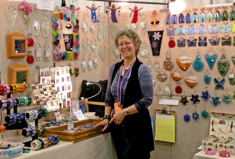 SteiderStudios.Linda Steider in her booth